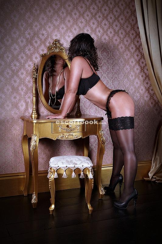 Beautiful Black Milton Keynes Escort Millie